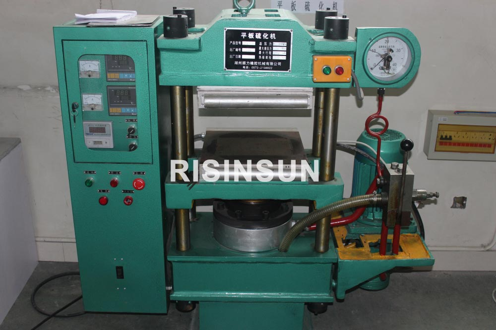 Plate-vulcanizing-machine